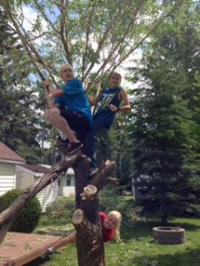 kids-cutting-tree-2
